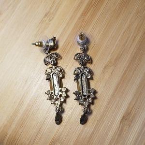 Jewelry - 2/$20 ❤ Dangly earrings